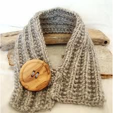 Bufanda con botón de madera